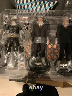Hot toys Batman armory full set