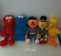 Ensemble Complet De 5x Nouveau Avec Tags Uniqlox Kaws X Sesame Street Plush Toys Bert Ernie